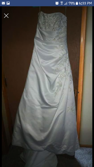 Size 8 womans wedding dress for Sale in Andover, MN