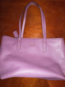COACH NEW City Zip LG Tote In Mauve/Purple for Sale in Gladwyne,  PA