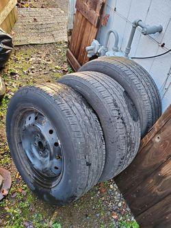 Set of 3 wheels and tires bridgestone dueler 225 65 r17 for Sale in Vancouver,  WA