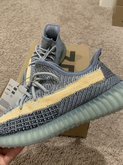Yeezy Boost 350 V2 Ash Blue for Sale in Tulare,  CA