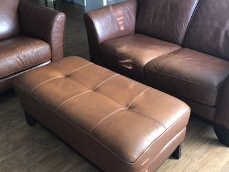 Leather Loveseat, Chair, and Ottoman Set! for Sale in Aurora,  CO