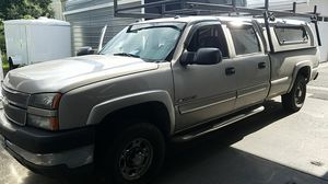 2005 Chevy 2500 4x4 gas for Sale in Gresham, OR