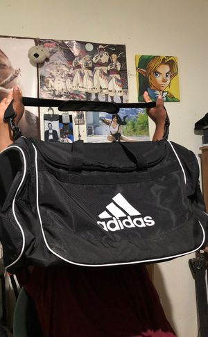 Adidas duffle bag size L for Sale in Madera, CA