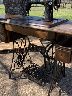 Singer Sewing Machine for Sale in Bruceville,  TX