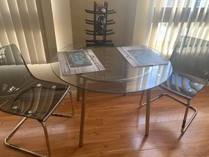 Kitchen Glass Table and 2 chairs for Sale in Los Angeles, CA