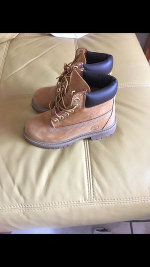 Timberland kids shoes size 13m for Sale in Miami, FL