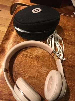 Beats wireless solo 3 on ear headphones. for Sale in Cincinnati, OH