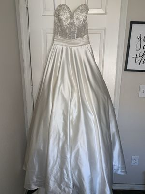 Allure wedding dress with pockets! for Sale in Peoria, AZ