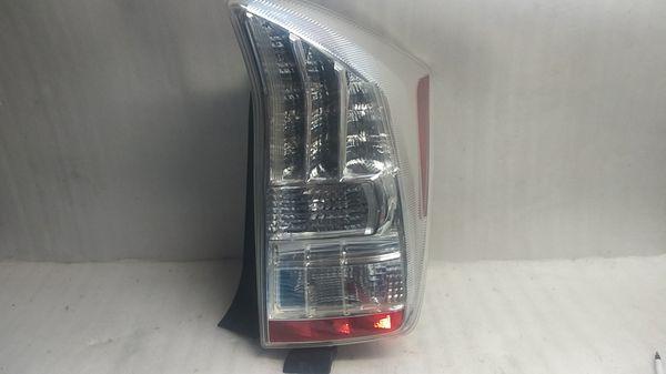 2010 2011 Toyota Prius tail light