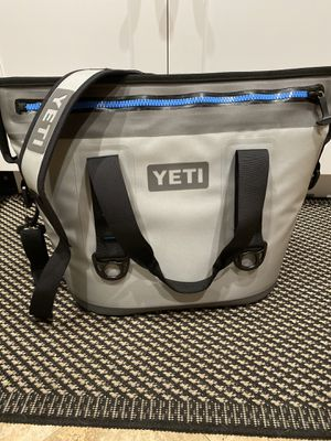 Yeti Hopper Two 20 Cooler Like New for Sale in Fort Lauderdale, FL