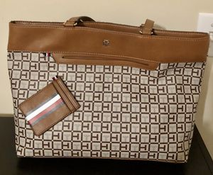 Cartera Tommy Hilfiger ( New) for Sale in Lilburn, GA