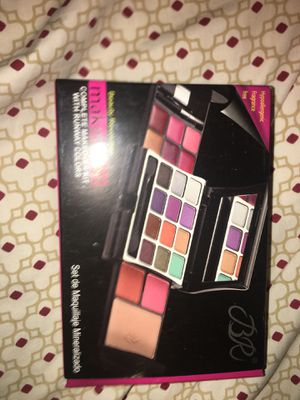 Small makeup palette for Sale in Fountain Valley, CA