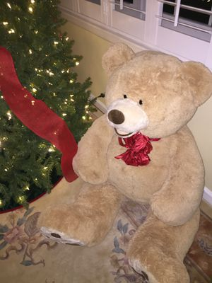 HUGE 4 1/2 Feet tall 🐻 Stuffed Teddy BEAR for Sale in Pompano Beach, FL