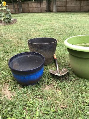 LARGE plastic planters $10 each, flower pot for Sale in Nashville, TN