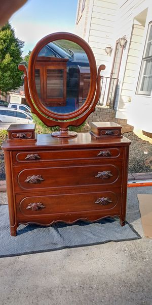 Antique dresser with mirror for Sale in Powder Springs, GA