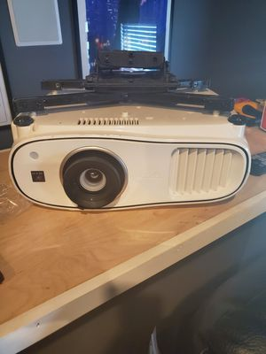 "Like new Epson 3500 Projector w/ 120"" curved Elite Screen for Sale in Loganville, GA"