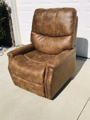 Electric Power Lift Recliner w/remote for Sale in Murrieta, CA
