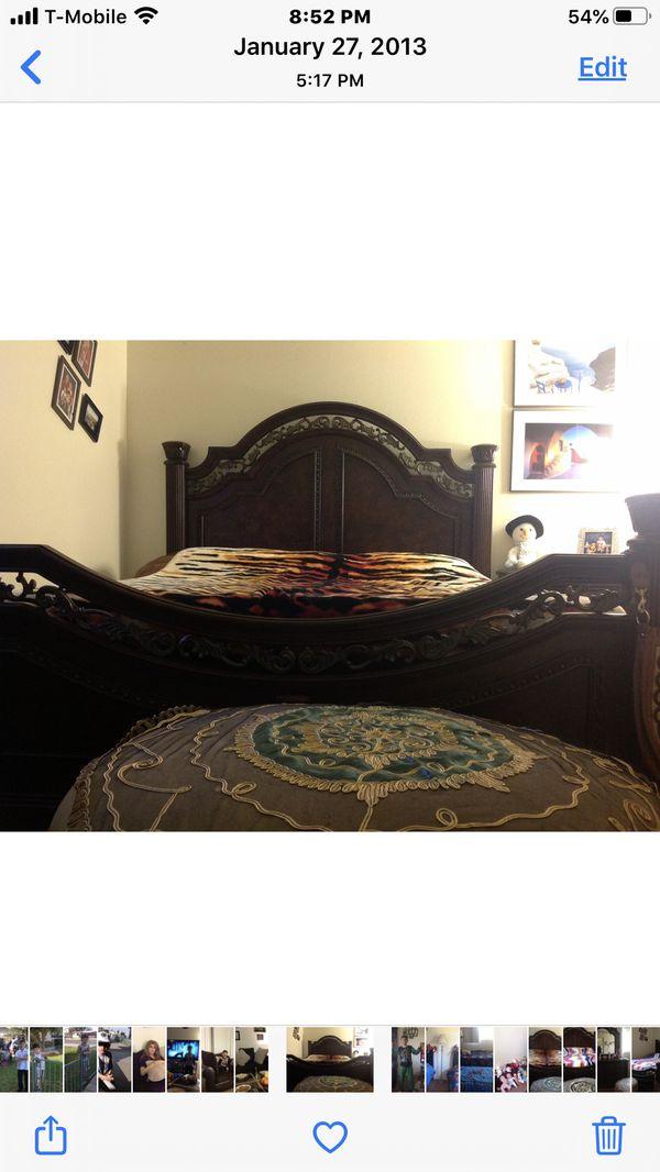 Set bed room king size no mattresses