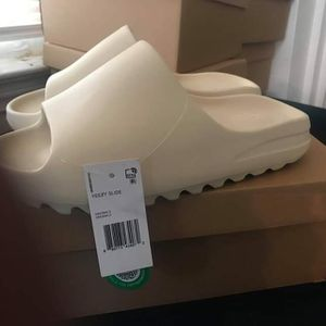 Yeezy BONE Slides for Sale in Harrison charter Township, MI