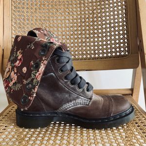 Brown W/ Floral Interior Dr Martins Boots Size 8.5 for Sale in Battle Ground, WA