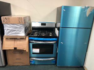 Frigidaire Stainless Steel Kitchen Set for Sale in Elizabeth, NJ