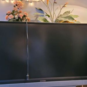 55 Inch Works Great. Nice For Gaming 100.00 for Sale in Aurora, CO