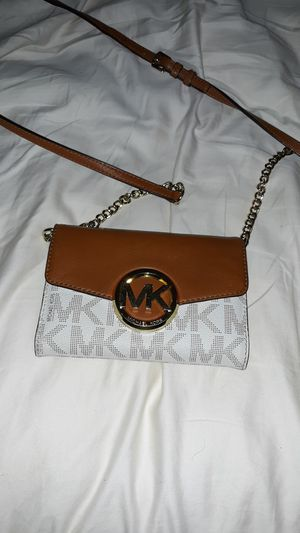 Michael Kors clutch for Sale in Silver Spring, MD