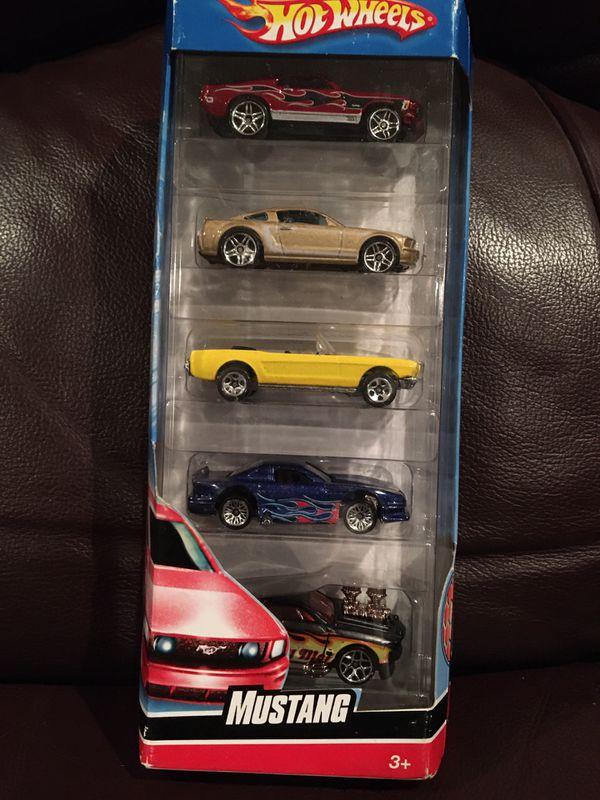 NIB 2007 Hot Wheels MUSTANG 5 car pack
