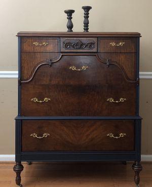 Antique dresser for Sale in Manassas, VA