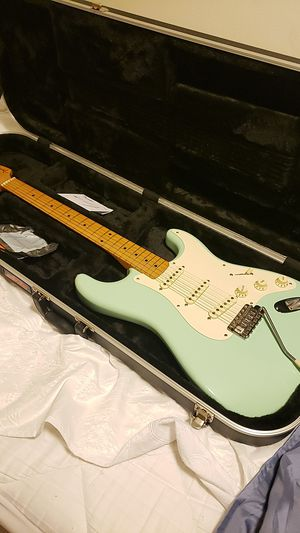 Vintage Reissue Strat W/ Hard Case for Sale in Snohomish, WA