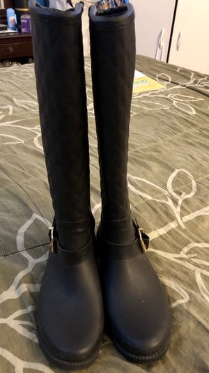 pretty and elegant black rain boots for women guess size 6 for Sale in Brooklyn, NY