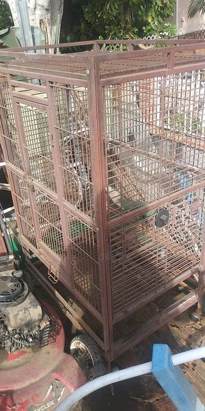 Nice big metal bird cage for Sale in Pico Rivera, CA