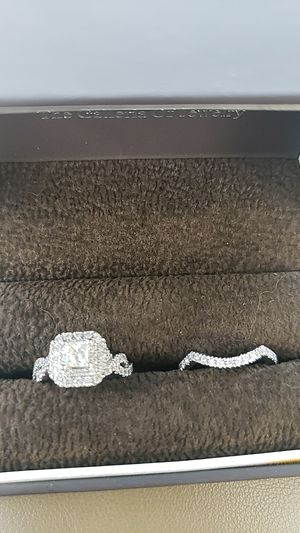 Vera wang engagement ring and wedding band for Sale in Marietta, GA