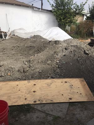Free dirt pick up for Sale in Los Angeles, CA