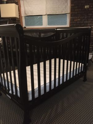 Dream On Me Violet 7 in 1 Convertible Life Style Crib w/ Mattress. for Sale in Staten Island, NY