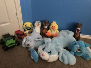 9 plushies 2 cars for Sale in Katy, TX