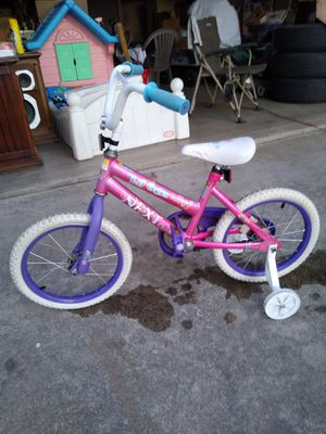 girls Lil' gem bicycle with training wheels 16 inch for Sale in Modesto, CA