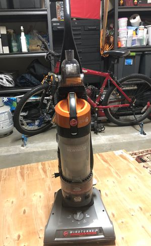 Hoover wind tunnel rewind vacuum for Sale in Delray Beach, FL