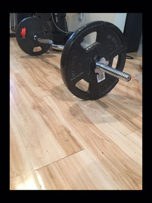 Brand new!!! In box!!!60 lb Ez easy curl bar barbell weight set for Sale in San Diego, CA