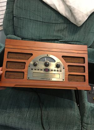Crosley vintage record player/ CD player/ am fm radio for Sale in Lee's Summit, MO