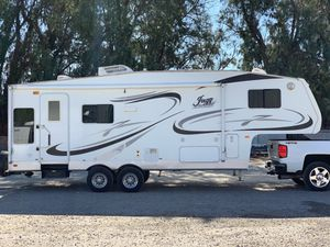 2006 Jazz 5th Wheel 27Ft. W/Super Slide Out for Sale in Norco, CA