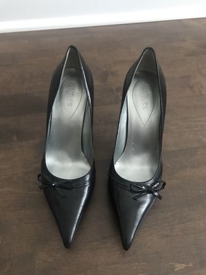 GUESS Black Leather Pointed Toe Pumps Size 6 Womens for Sale in Chicago, IL