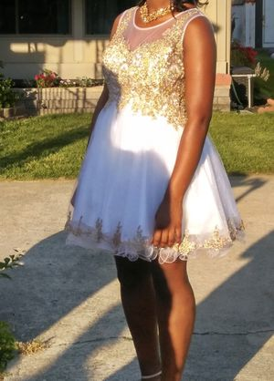 White and Gold Homecoming Dress Size Medium for Sale in Swedesboro, NJ