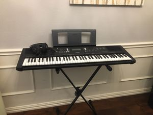 Yamaha PSR-EW300 Keyboard Piano with stand and headphones. for Sale in Watauga, TX