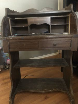 Antique desk for Sale in Stagecoach, TX