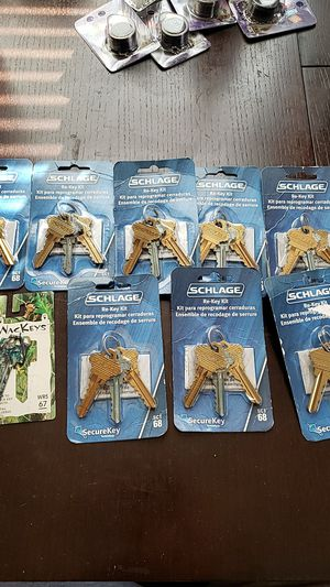 Set of 8 schlage re-key kit +1 camo key for Sale in Brooklyn, NY