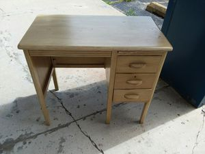Vintage desk ,solid wood ,extremely well made 😁credit cards accepted! for Sale in Joliet, IL