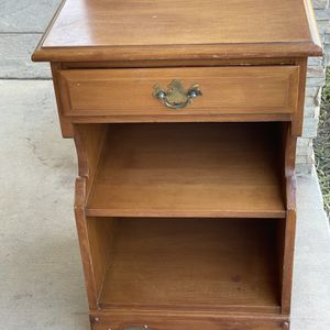 """Pre-owned Project end table. Needs A Good Sand :) H 27"""" W 16 1/2"""" D 15"""". for Sale in Bloomington, CA"""