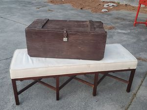 WW2 US ARMY WOOD FOOT LOCKER TRUNK with yale lock made by american desk manufacturing co. 1943 for Sale in East Point, GA