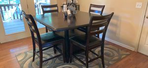 Dining table and hutch for Sale in Simpsonville, SC